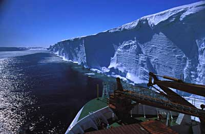 Ekstrom_ice_shelf.jpg